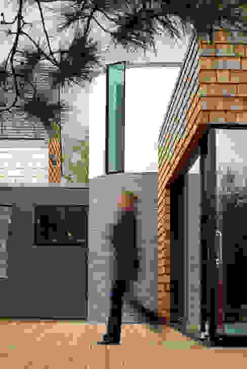 Les Bardeaux Moderne huizen van JAMIE FALLA ARCHITECTURE Modern