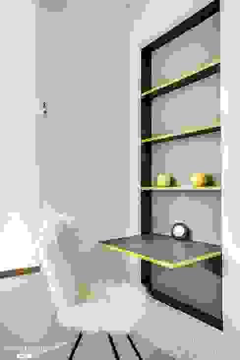 Rénovation et décoration complète d'un appartement Bureau minimaliste par Jen Mood Architecture Minimaliste
