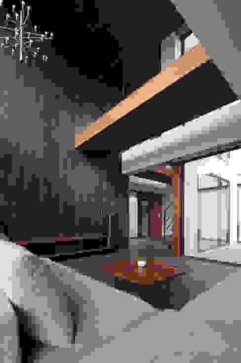 Livings de estilo moderno de MooS/ムース Moderno