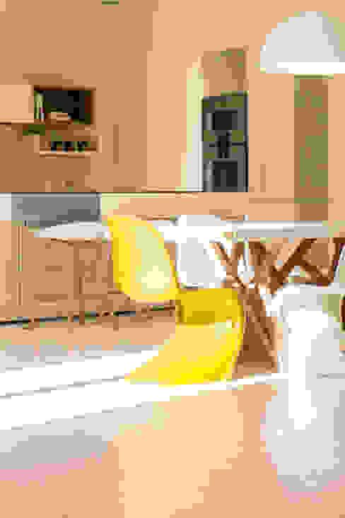 Villa design sud de la France Cuisine moderne par diane Falavel interior design Moderne