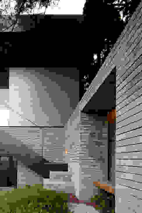 건우씨네 집수리(KUNWOO'S JIP-SOORI): 무회건축연구소의  주택,모던