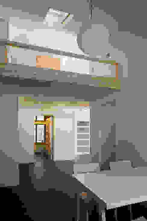 Modern Corridor, Hallway and Staircase by 무회건축연구소 Modern