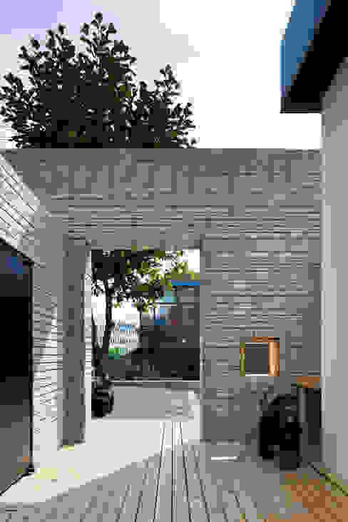 Case moderne di 무회건축연구소 Moderno
