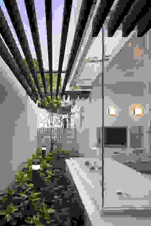 浴室2 モダンな スパ の 株式会社 U建築研究所 モダン