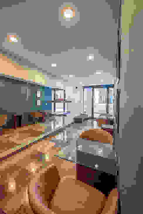 EMMA SUR Pasillos, vestíbulos y escaleras modernos de ESTUDIO TANGUMA Moderno
