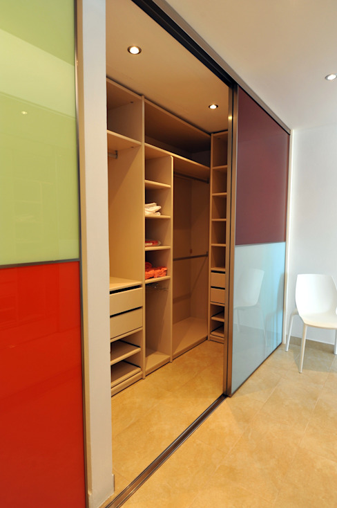 Modern dressing room by Ivan Torres Architects Modern
