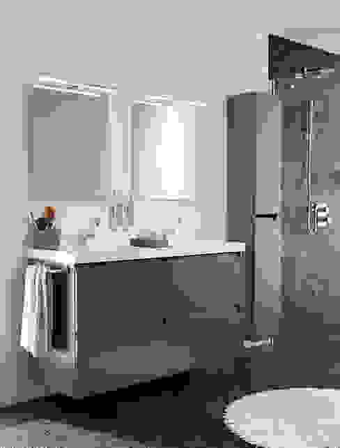 Mueble Pizarra con lavabo de resina con dos senos y cuatro cajones 120cm x 45cm de profundidad x 69cm altura. Baños de estilo moderno de Sánchez Plá Moderno