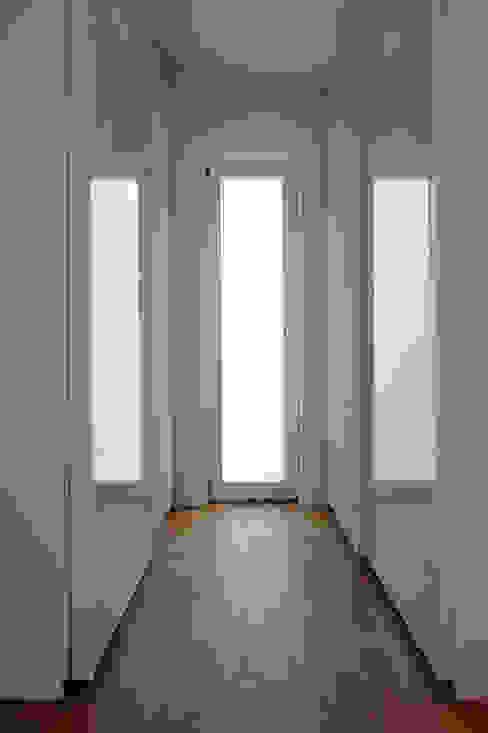 Einfamilienhaus mit Einliegerwohnung in Freising Moderne Ankleidezimmer von Herzog-Architektur Modern
