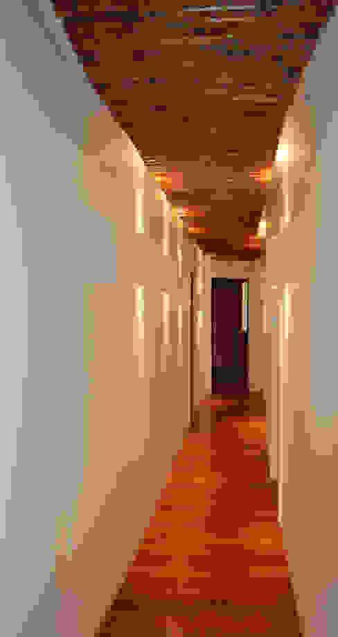 de estilo  por Studio di Architettura di Luca Scacchetti -,