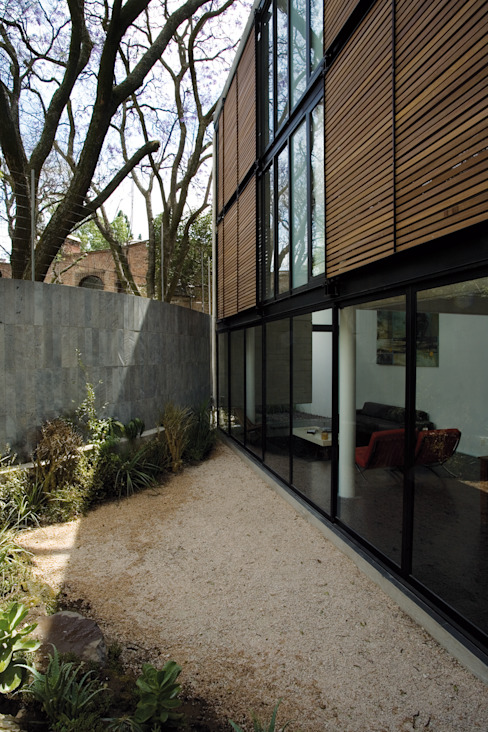 Casa B: Jardines de estilo  por Gaeta Springall Arquitectos, Moderno