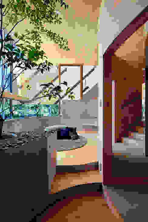 Pit house モダンデザインの リビング の UID モダン
