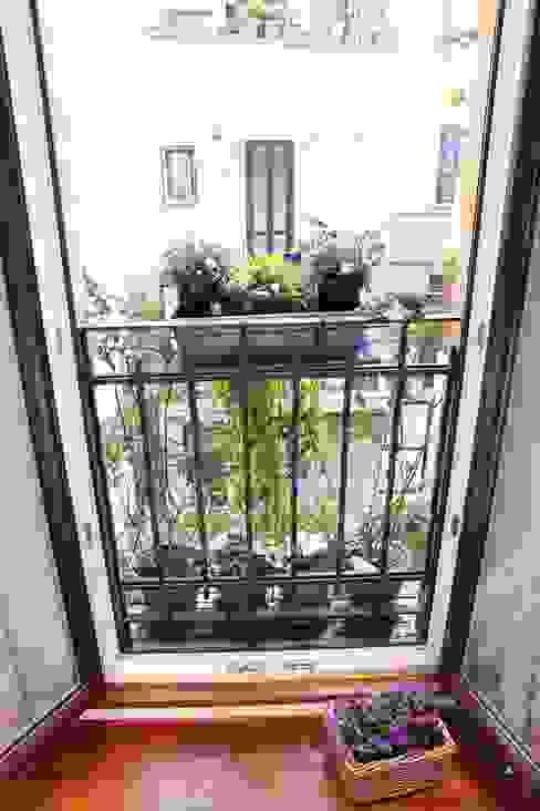 Arch. Silvana Citterio Balkon, Beranda & Teras Modern