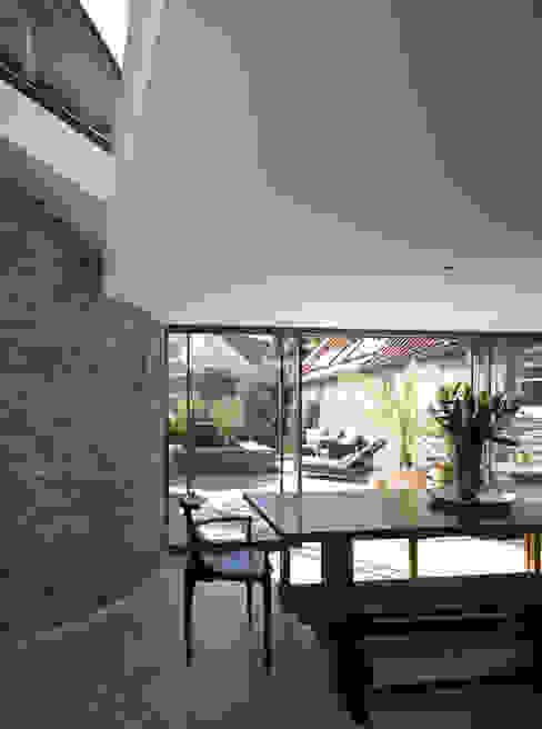 Paredes de estilo  por JAMIE FALLA ARCHITECTURE, Rústico Granito