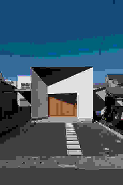 現代房屋設計點子、靈感 & 圖片 根據 スペースワイドスタジオ 現代風