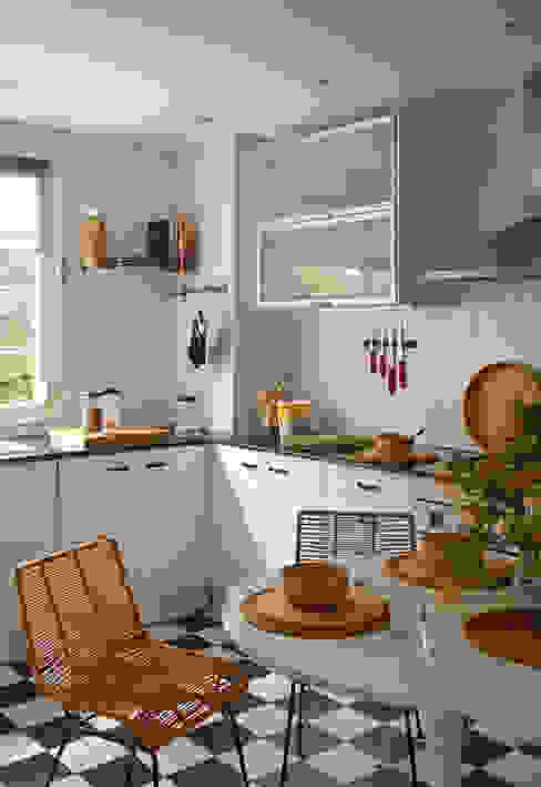 EG 4. Piso Barcelones Cocinas de estilo escandinavo de BONBA studio Escandinavo