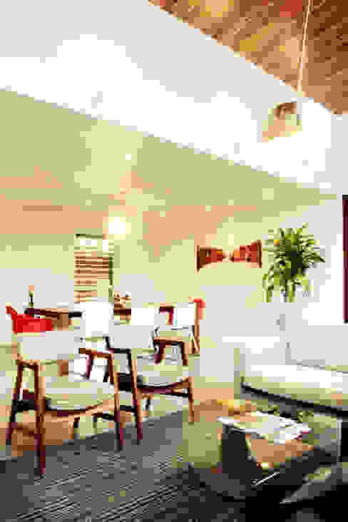 Casa LR:  de estilo  por Lopez Resendez STUDIO, Moderno