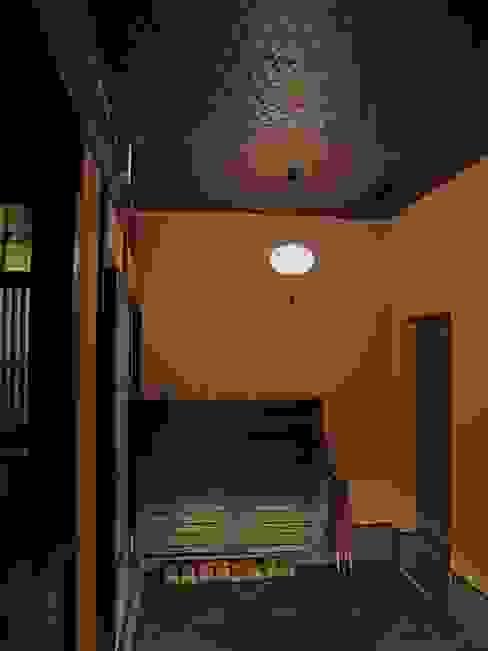 Pasillos, vestíbulos y escaleras clásicas de 古津真一 翔設計工房一級建築士事務所 Clásico