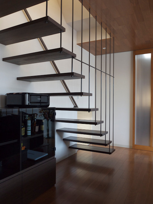 吊り階段 モダンスタイルの 玄関&廊下&階段 の 古津真一 翔設計工房一級建築士事務所 モダン