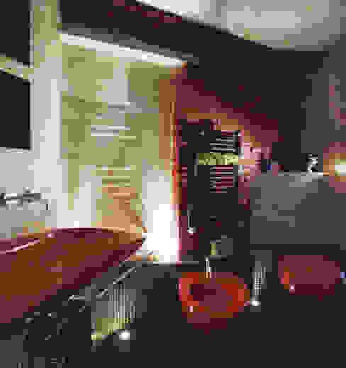 il rosso e il nero Bagno eclettico di Angelo Sabella Architetto Eclettico