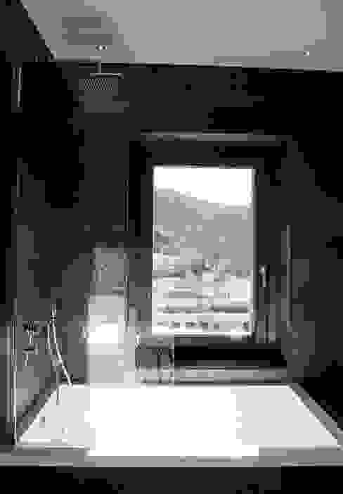 Ванные комнаты в . Автор – enrico girardi architetto, Рустикальный