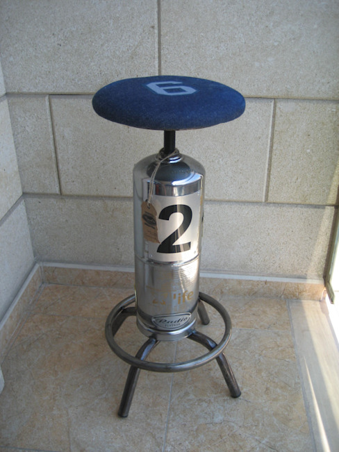 TABURETE EXTINTOR:  de estilo industrial de muebles radio vintage, Industrial