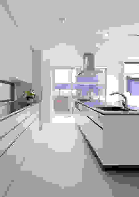Kitchen by ARCHSOL DESIGN, Modern
