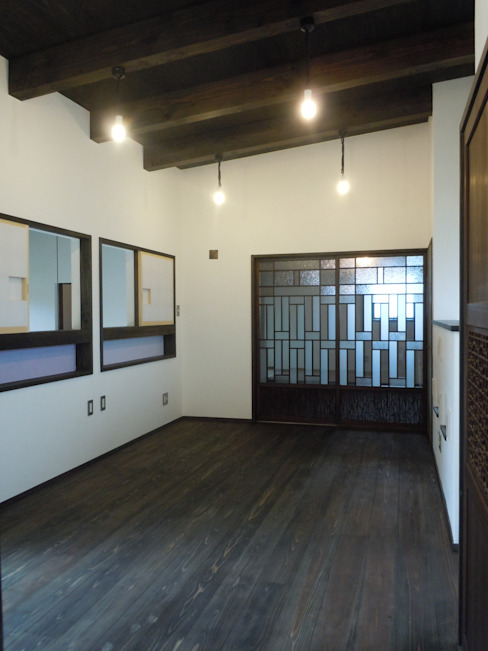 Classic style bedroom by 青戸信雄建築研究所 Classic