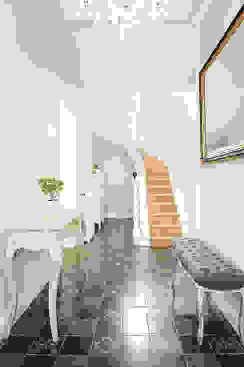 Entrée majestueuse CL Intérieurs Couloir, entrée, escaliers minimalistes