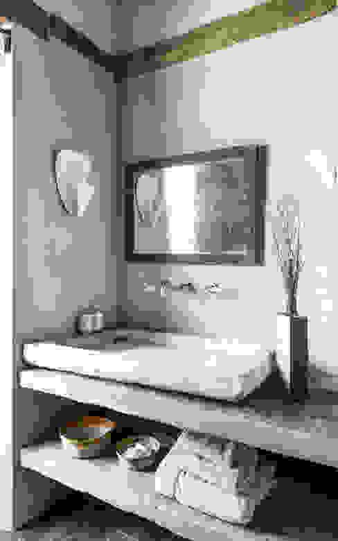Mediterranean style bathroom by dmesure Mediterranean
