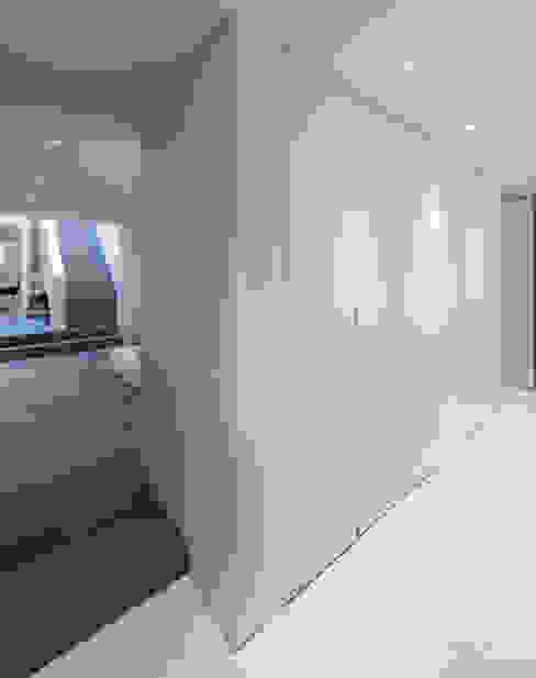 Habitation Privée Vieux-Lille Couloir, entrée, escaliers modernes par mayelle architecture intérieur design Moderne
