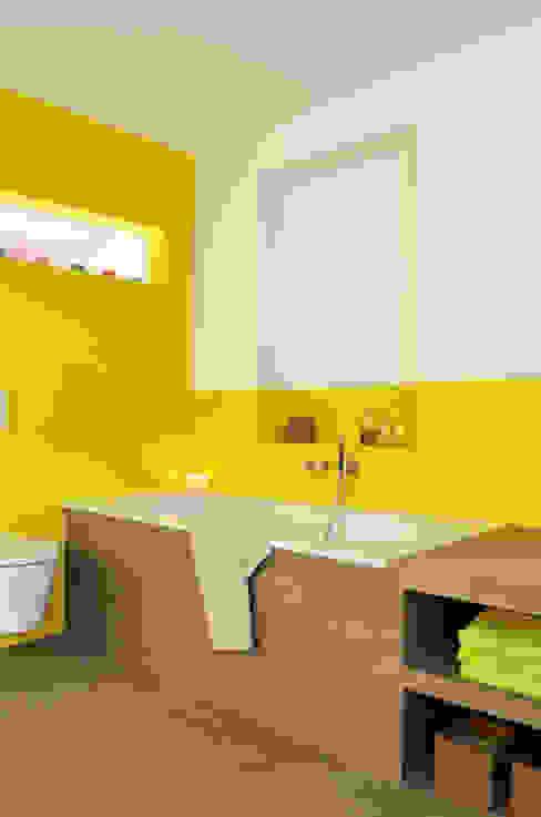 Bad im Altbau Moderne Badezimmer von HONEYandSPICE innenarchitektur + design Modern