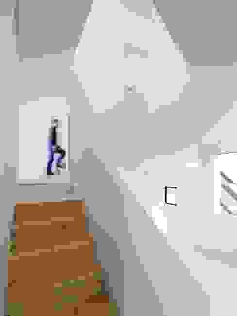 Minimalist Koridor, Hol & Merdivenler ハイランドデザイン一級建築士事務所 Minimalist