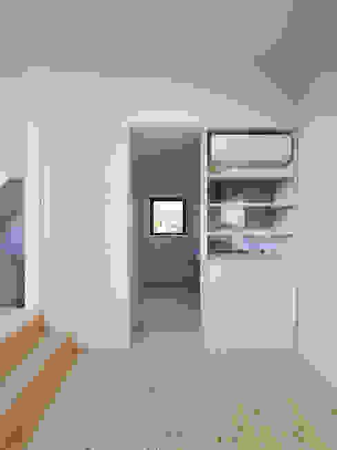 Salas de jantar minimalistas por ハイランドデザイン一級建築士事務所 Minimalista