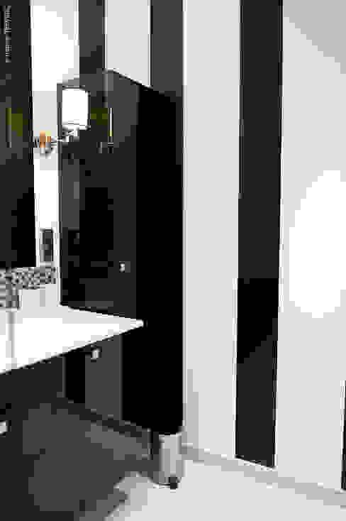 Baños de estilo moderno de COULEUR DE VIE Moderno