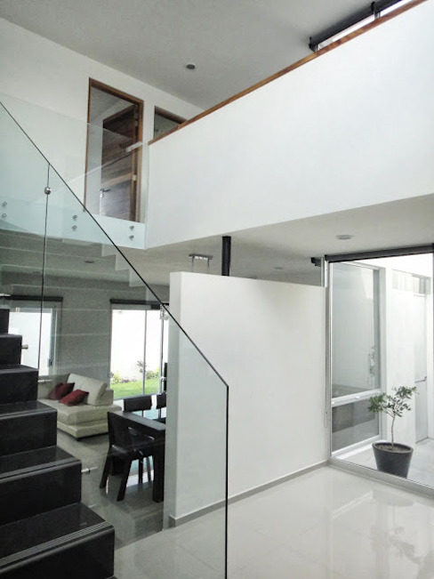 Modern corridor, hallway & stairs by Abraham Cota Paredes Arquitecto Modern
