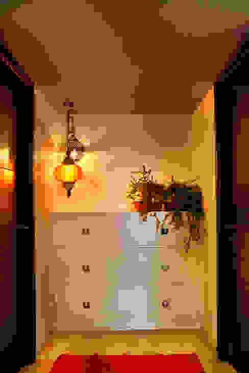 Console Minimalist houses by Studio An-V-Thot Architects Pvt. Ltd. Minimalist