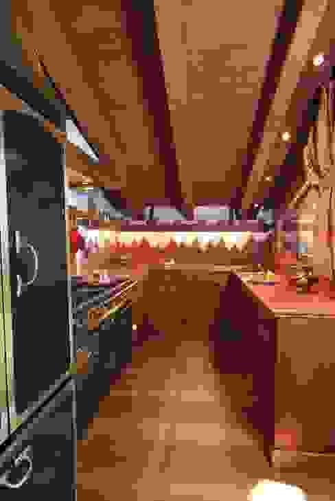 CUCINA Cucina in stile rustico di homify Rustico