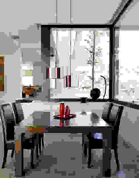 Arquitectura moderna en Madrid Livings modernos: Ideas, imágenes y decoración de Otto Medem Arquitecto vanguardista en Madrid Moderno