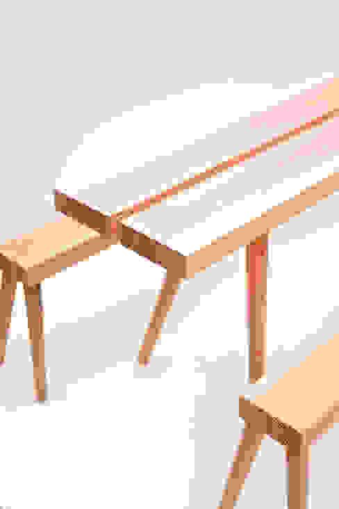 Tisch Scamillus Modell Römisch Zwo von mherweg design Minimalistisch