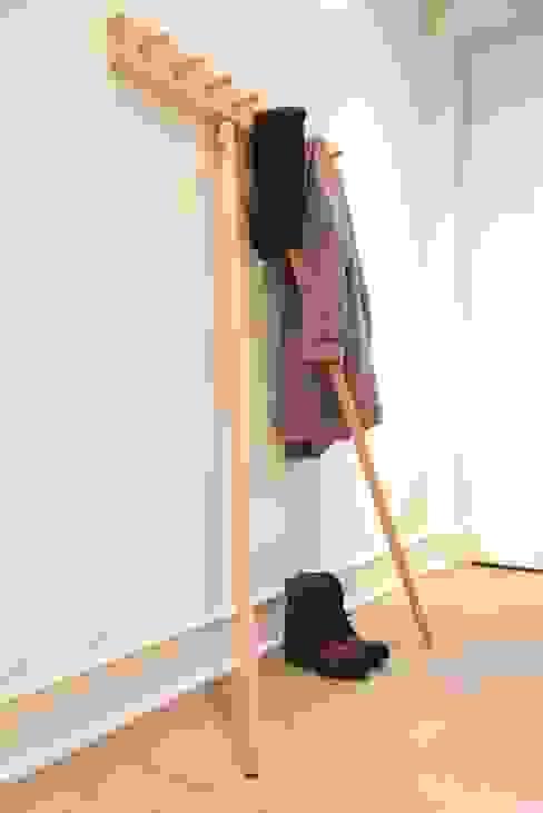 Pecten Garderobe von mherweg design Minimalistisch