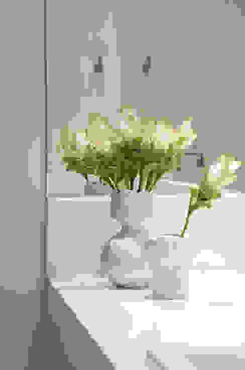 Casa de banho  por Lore Arquitetura,