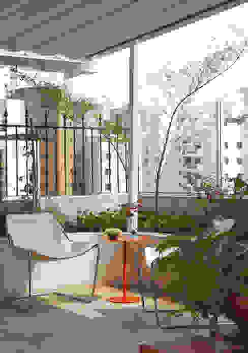 Tropical style balcony, veranda & terrace by Lore Arquitetura Tropical