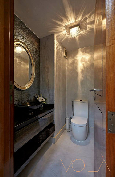 Chancery Lane:  Bathroom by VOILÀ Pte Ltd