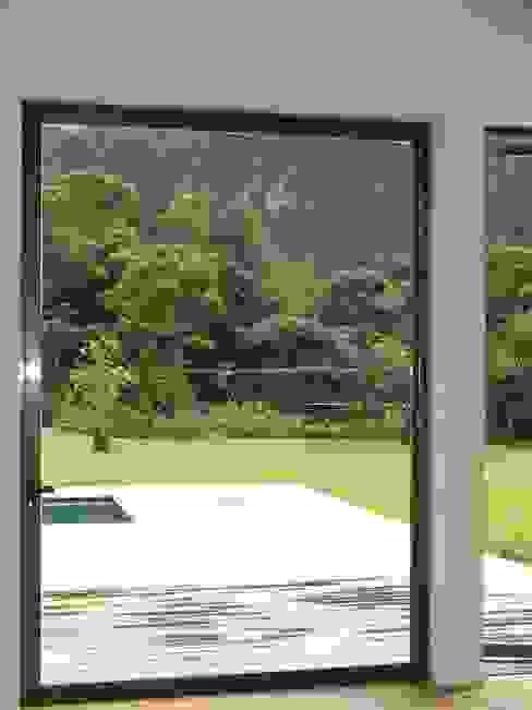 Puertas y ventanas modernas de Multivi Moderno