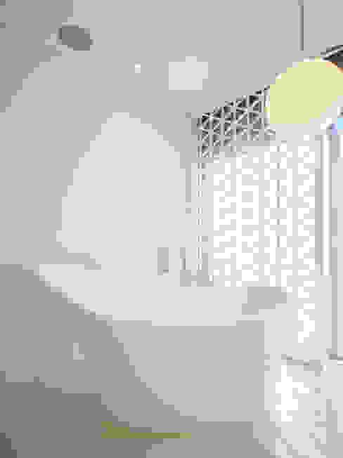 Golfe Leste - Lote n.º 15 - Quinta do Lago: Casas  por JSH Algarve – Arquitectura