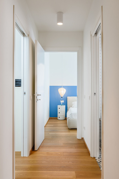 Industrial style corridor, hallway and stairs by NOMADE ARCHITETTURA E INTERIOR DESIGN Industrial