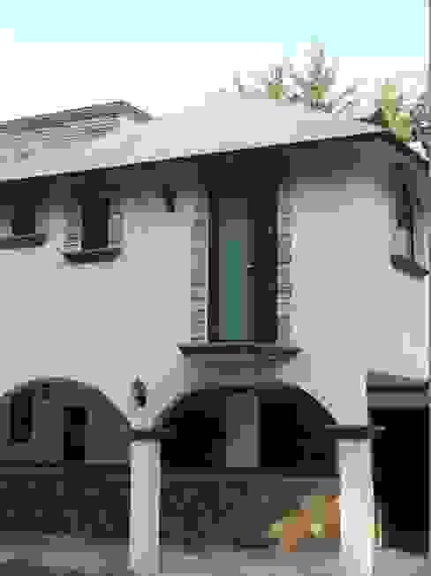 Puertas y ventanas de estilo clásico de Multivi Clásico