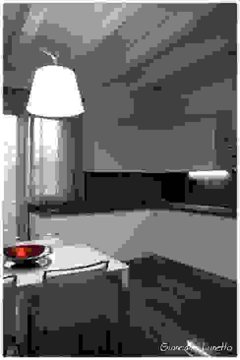 Modern kitchen by Ignazio Buscio Architetto Modern