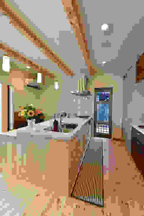 スクエア建築スタジオ Кухня в стиле модерн