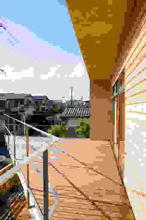 2階テラス 松下建築設計 一級建築士事務所/Matsushita Architects オリジナルデザインの テラス